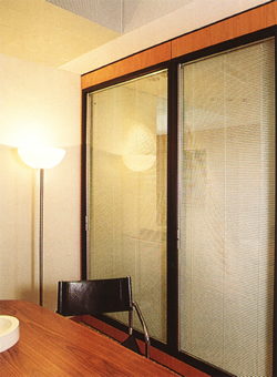 Privacy-Insulated-Glass-Partition-for-Conference-Room